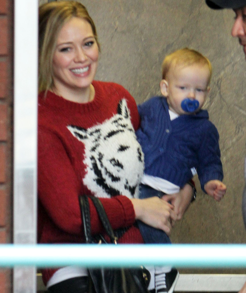 Hilary Duff carried Luca Comrie to his class.