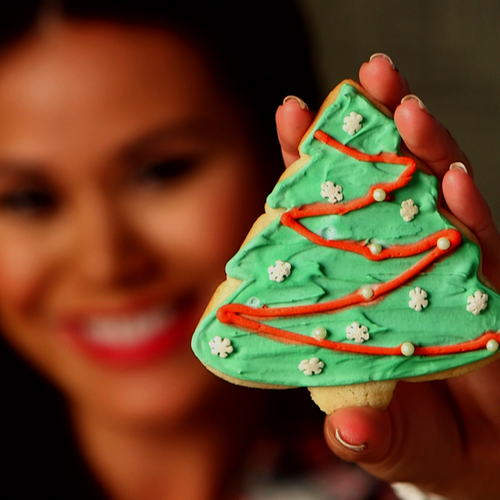 How to Decorate Christmas Sugar Cookies (Video)