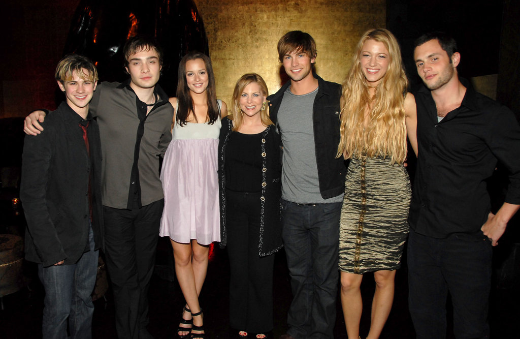 The cast posed for a photo at a CW party in May 2007.