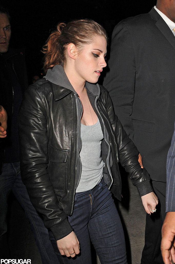 Kristen Stewart wore a gray tank top.