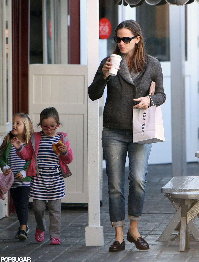 Jennifer Garner and Seraphina Affleck stepped out to grab a quick bite.