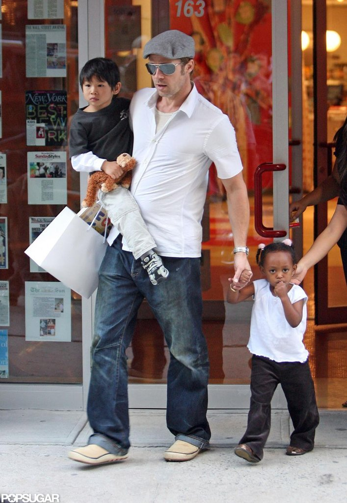 During a trip to New York City in September 2007, Brad Pitt took Pax and Zahara shopping.
