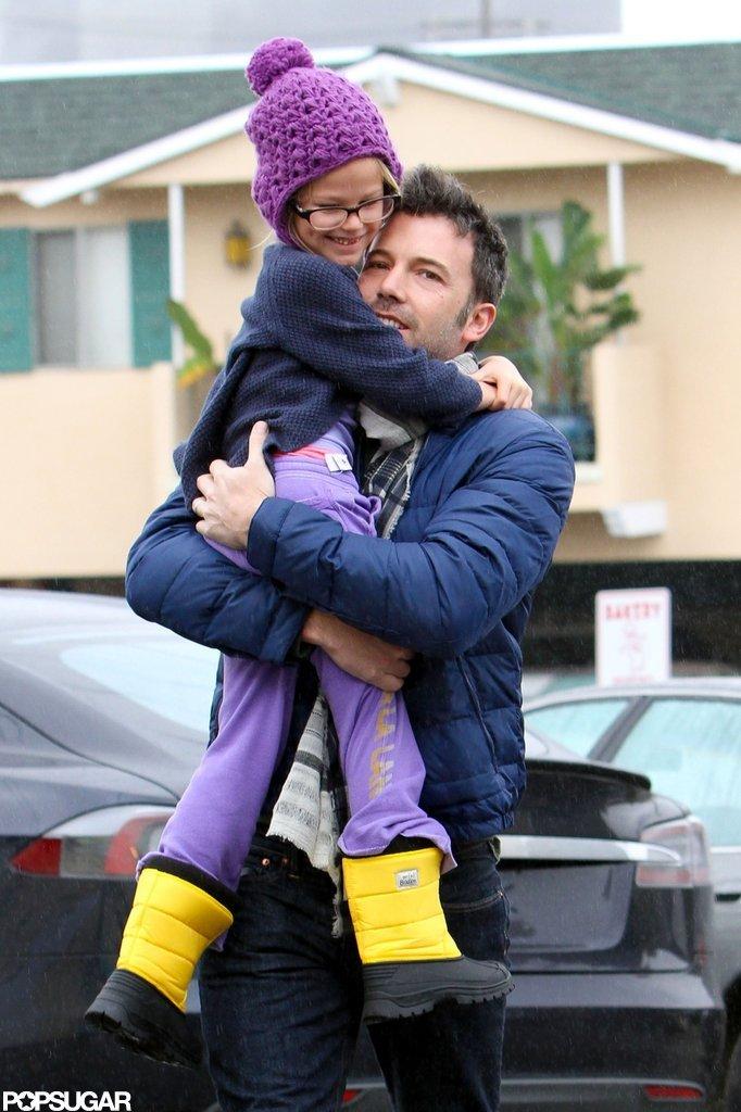 Ben Affleck held onto Violet Affleck.