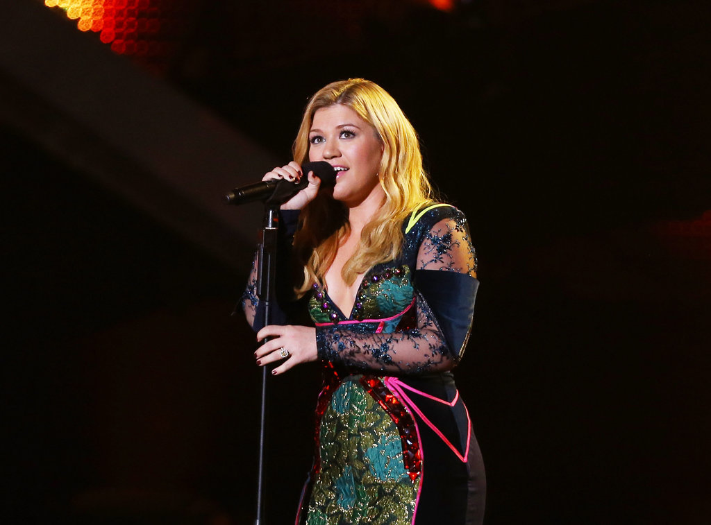 Kelly Clarkson performed at VH1 Divas.
