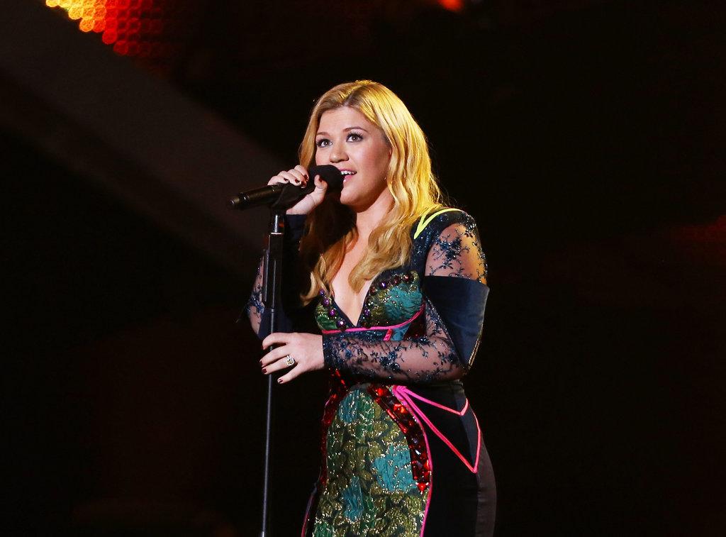 Kelly Clarkson performed at VH1 Divas.