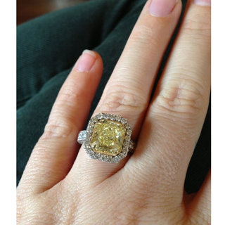 See Kelly Clarkson's Whopping Yellow Diamond Engagement Ring