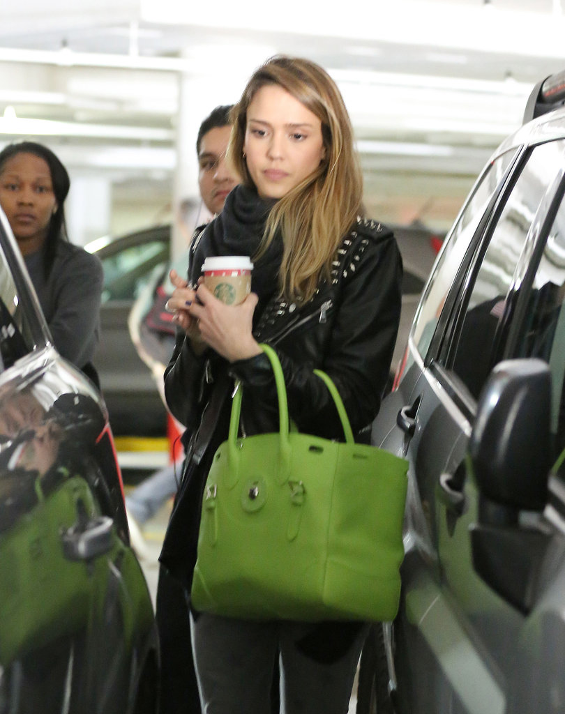 Jessica Alba held onto a green purse.
