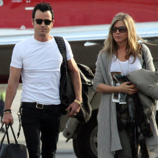 Jennifer Aniston & Justin Theroux Christmas in Cabo Pictures