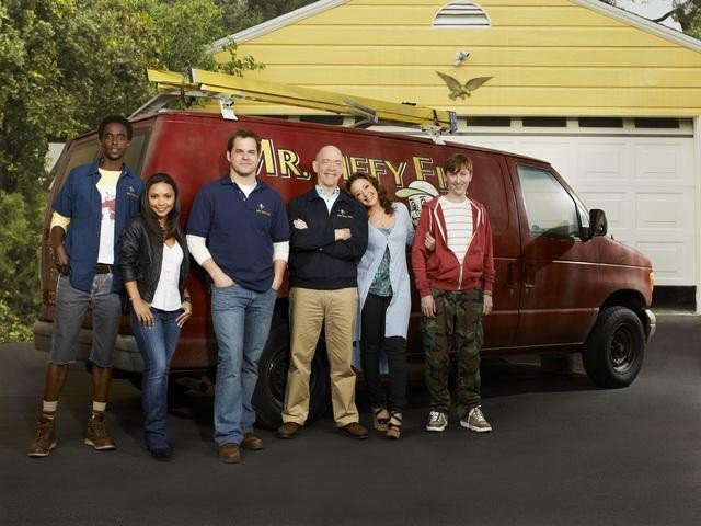 The cast of Family Tools.