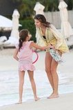 Stephanie Seymour and her daughter, Lily Brant, played with a Frisbee.