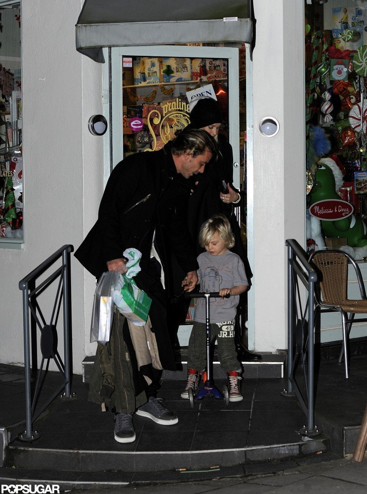 Gwen and Gavin Head Out of London Following an Evening With the Boys