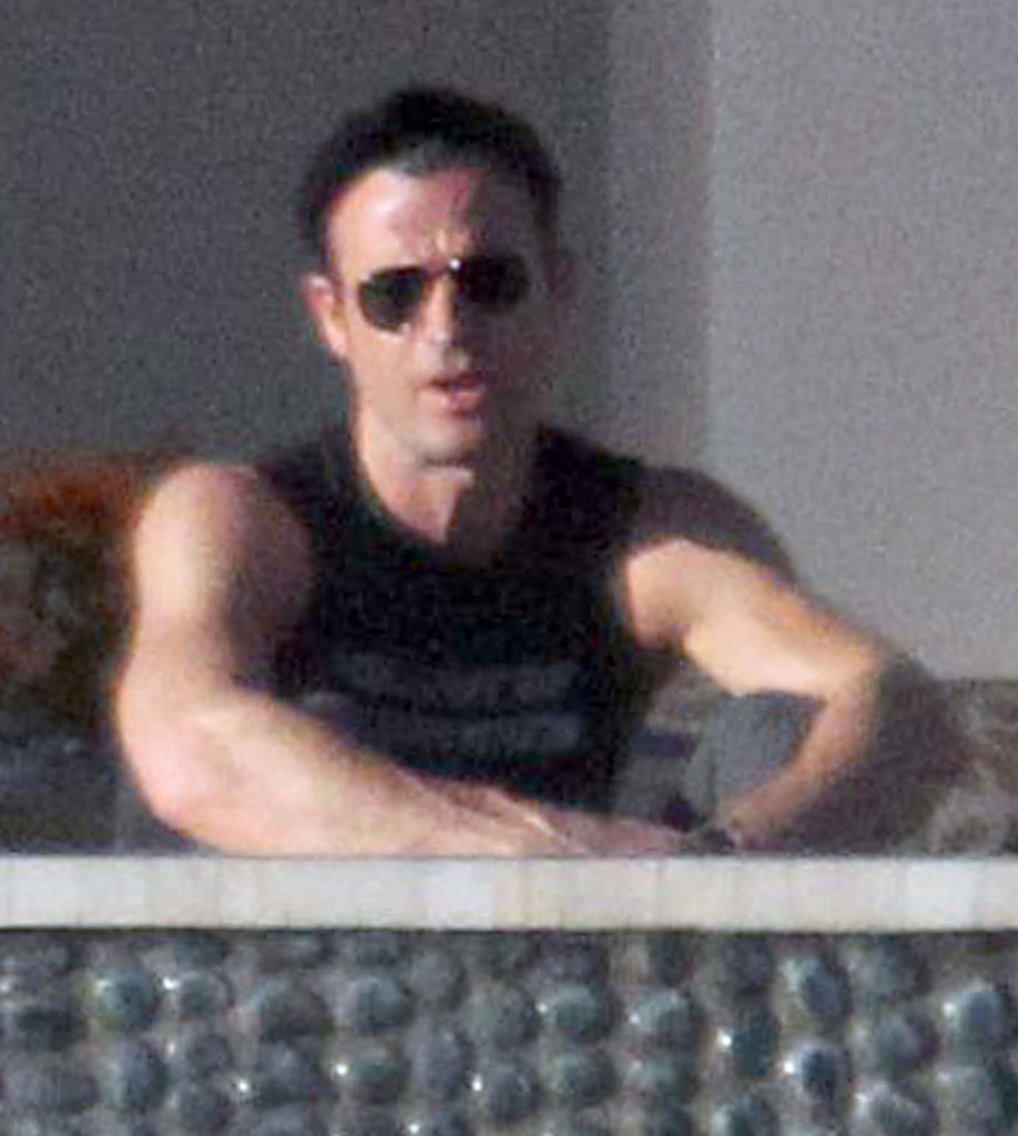 Justin Theroux chatted with Jennifer Aniston.