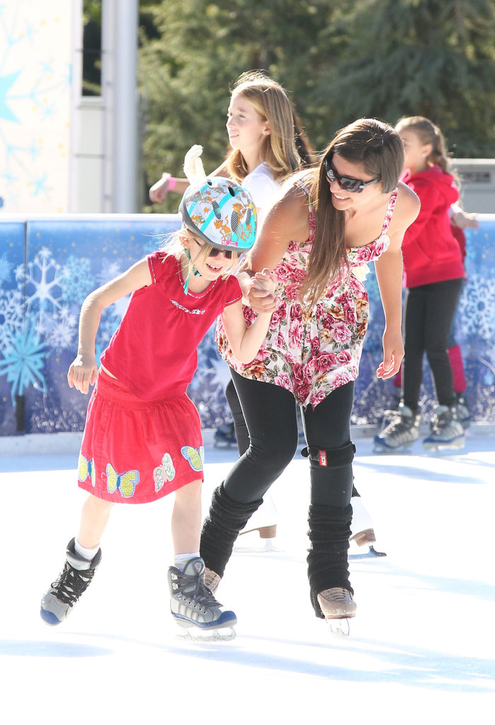 Violet Affleck went ice skating.