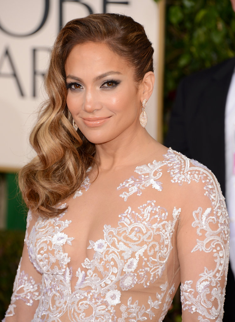 Jennifer Lopez smiled on the red carpet.