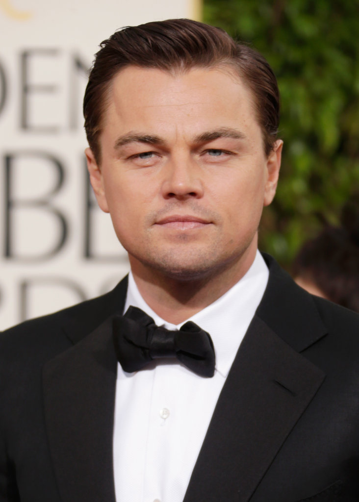 Leonardo DiCaprio posed solo at the Golden Globe Awards Sunday night.