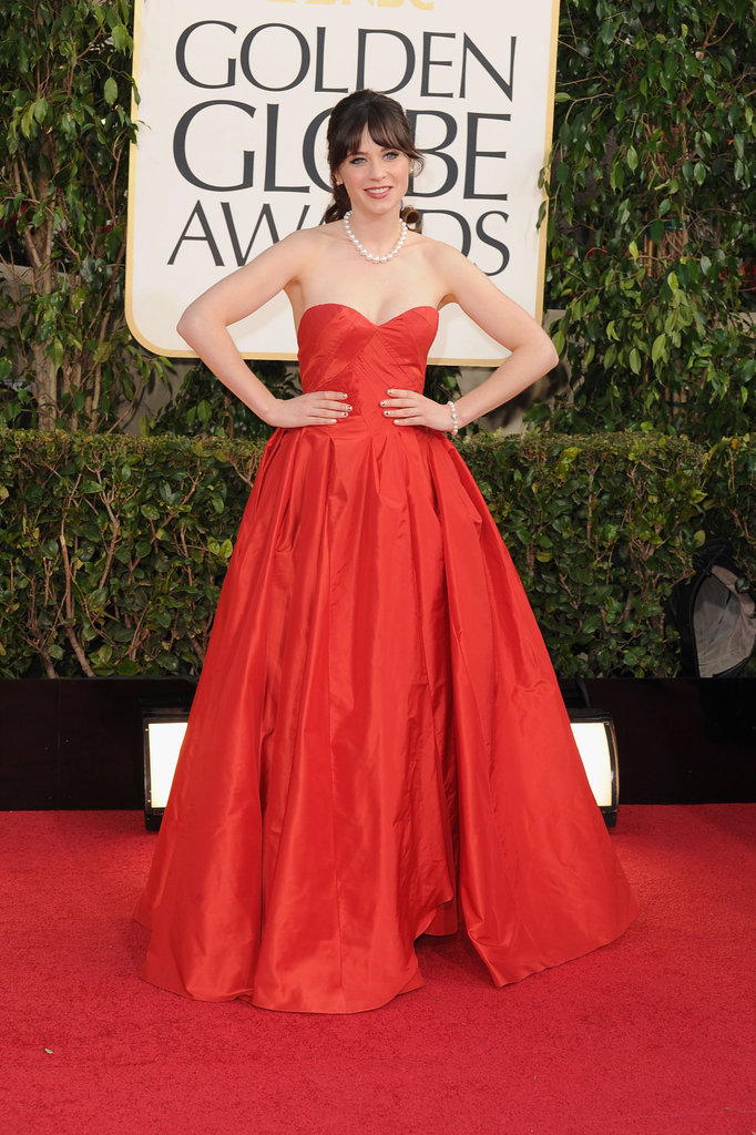 Zooey Deschanel posed in Oscar de la Renta on the Golden Globes red