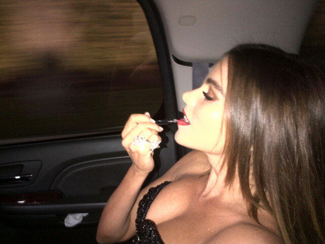 Sofia Vergara touched up her lip gloss in the limo. Source: Twitter user Nick_Loeb