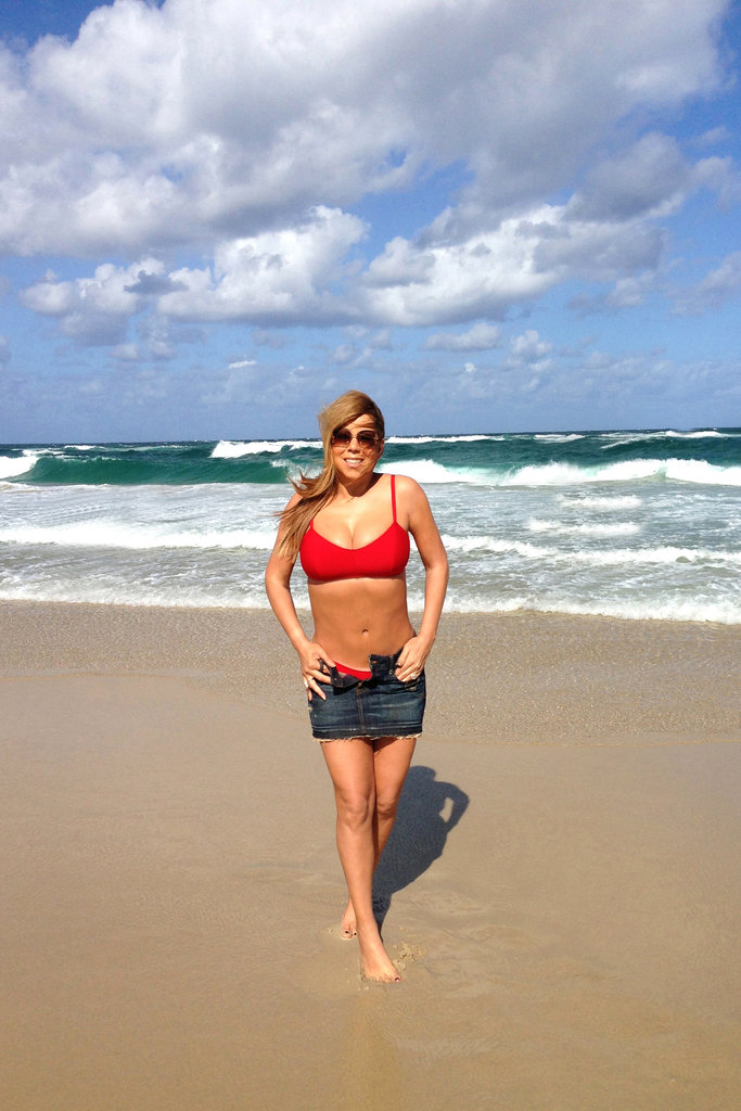 Mariah Carey showed off her bikini body on the beach in Australia.