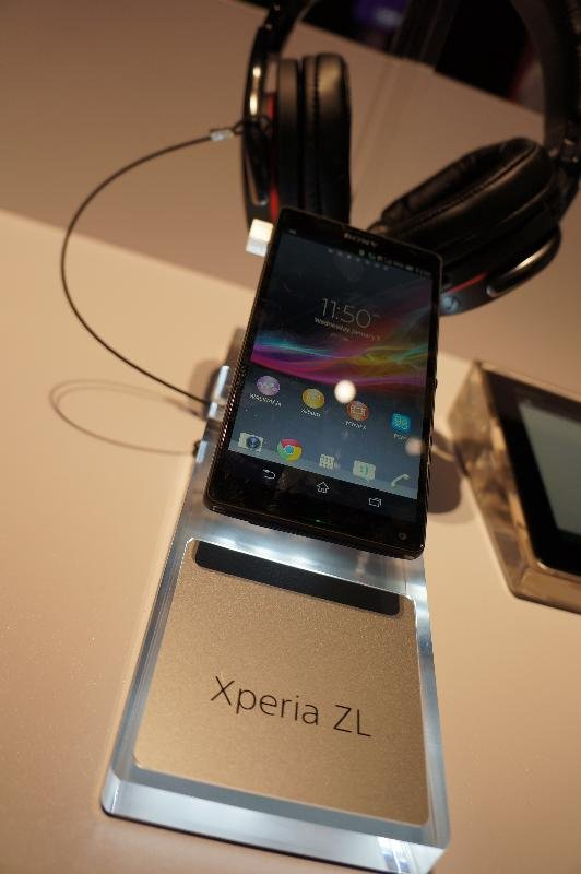 The 5-inch full HF, 1080 x 1920 HD display with a 1.5 GHz quad-core 2GB RM Snapdragon processor is the same as that of the Xperia Z.