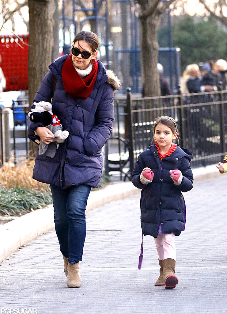 Katie Holmes and Suri walked on the Hudson River.