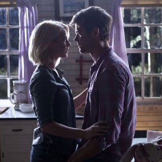 Interviews With Safe Haven's Julianne Hough and Josh Duhamel