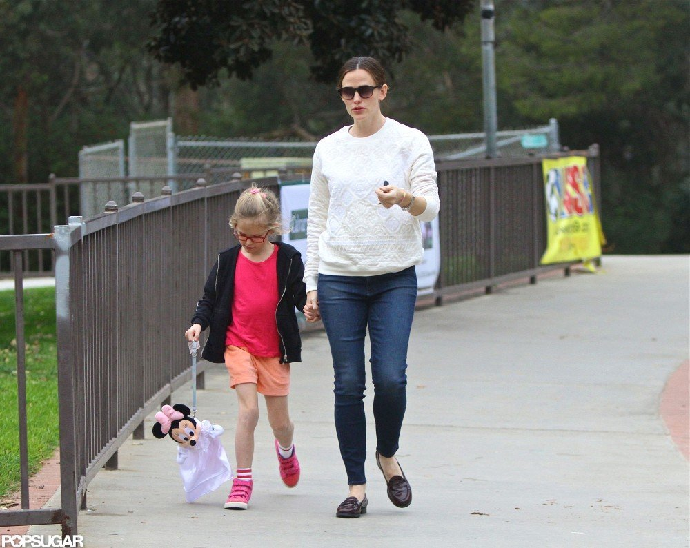 Jennifer Garner and Violet visited a park.