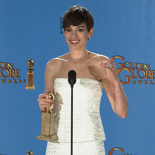 Anne Hathaway Golden Globes Press Room (Video)