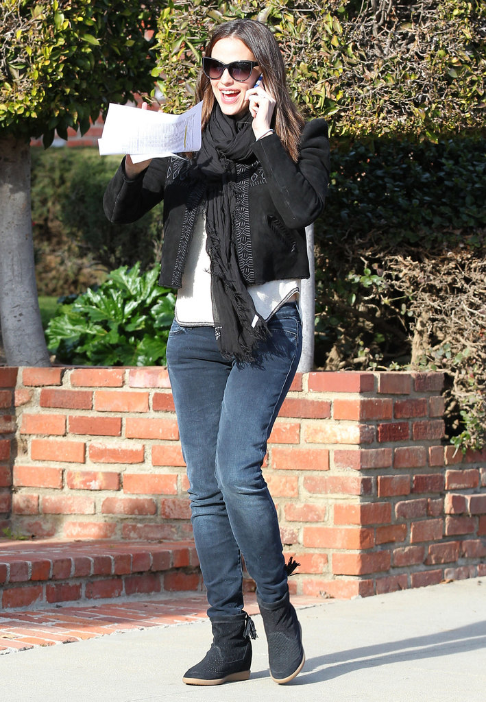 Jennifer Garner wore jeans and sneakers.