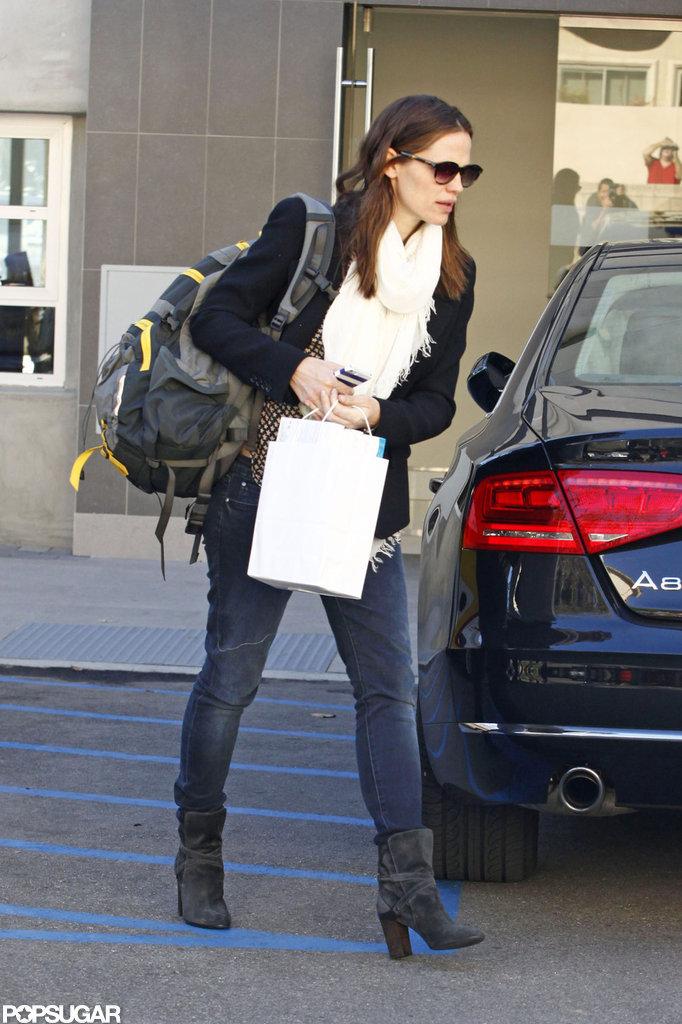 Jennifer Garner shopped around LA wearing her backpack.