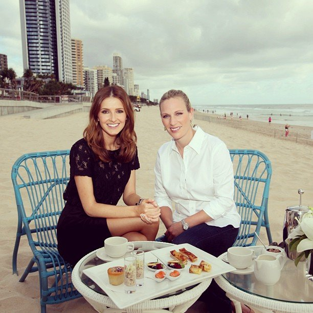 Kate Waterhouse had breakfast with Zara Phillips on the beach on the Gold Coast. Source: Instagram user katewaterhouse7