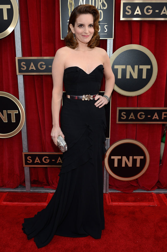 Tina Fey wore a belt with a strapless black Oscar de la Renta dress.