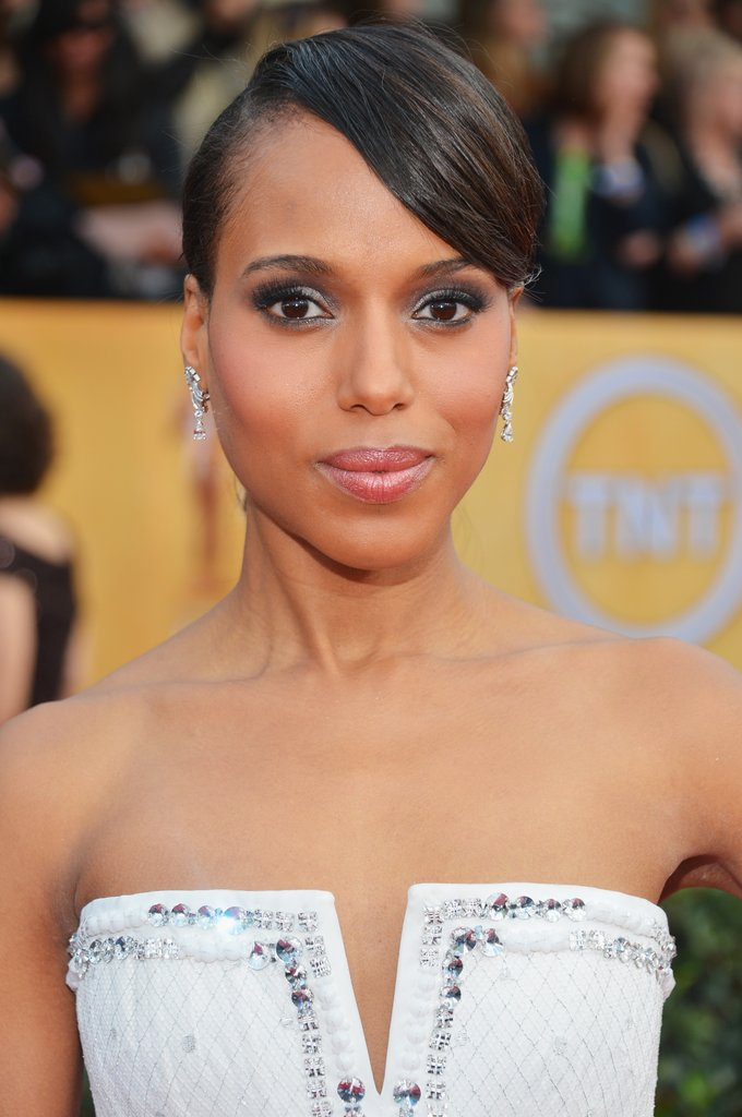 Kerry Washington posed on the SAG Awards red carpet.
