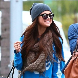 Selena Gomez Shopping With Friends in LA | Pictures