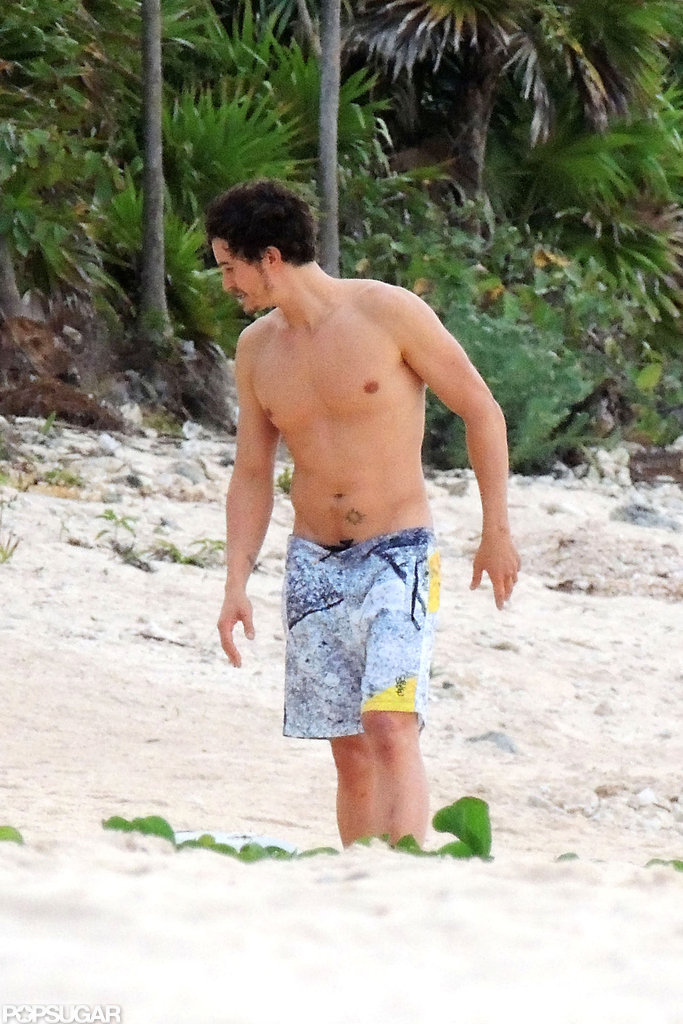 A shirtless Orlando Bloom walked on the beach in Mexico.