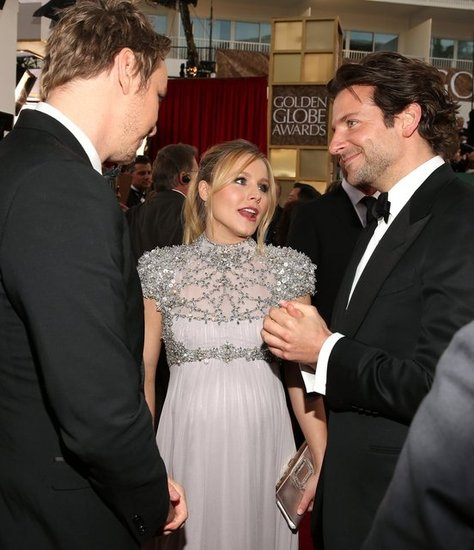 Kristen Bell chatted with Dax Shepard and Bradley Cooper at the Golden Globes.