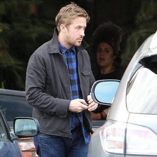Ryan Gosling Has a Solo Lunch | Pictures