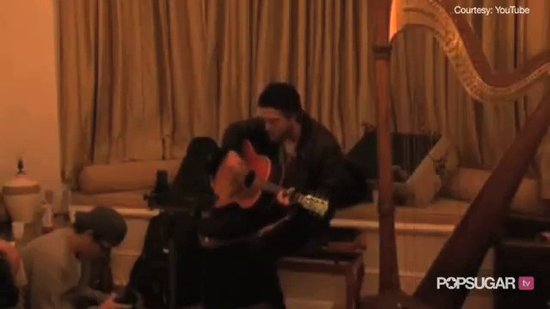Video: Robert Pattinson Singing & Playing Guitar