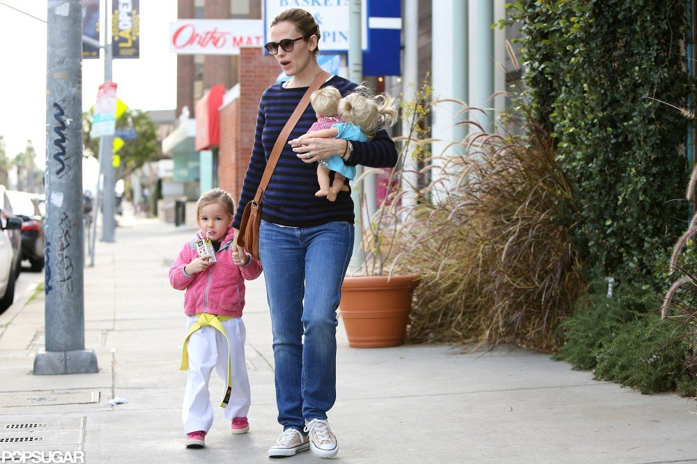 Jennifer Garner held hands with Seraphina leaving her karate class.