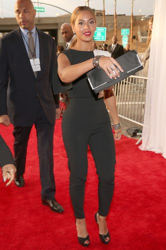 Beyoncé Knowles arrived at the Grammys in an Osman by Osman Yousefzada jumpsuit.