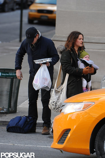 Drew Barrymore and her family hopped in a cab.