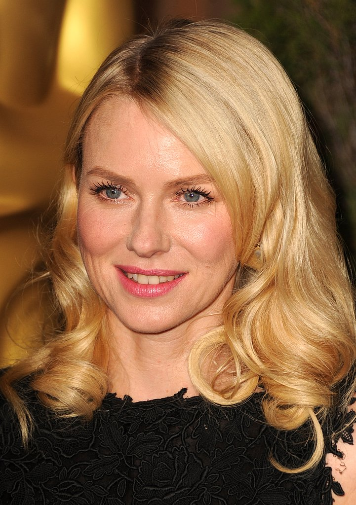 Naomi Watts wore her hair in loose ringlets for the 2013 Oscars luncheon on Monday.