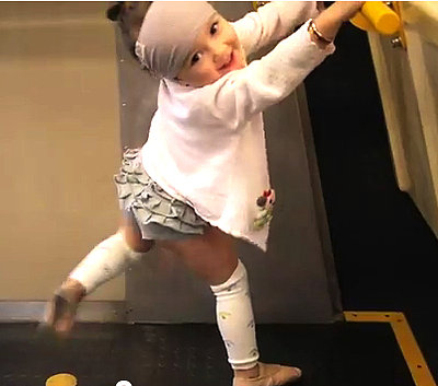 A Toddler Who Can't Stop Dancing (VIDEO)
