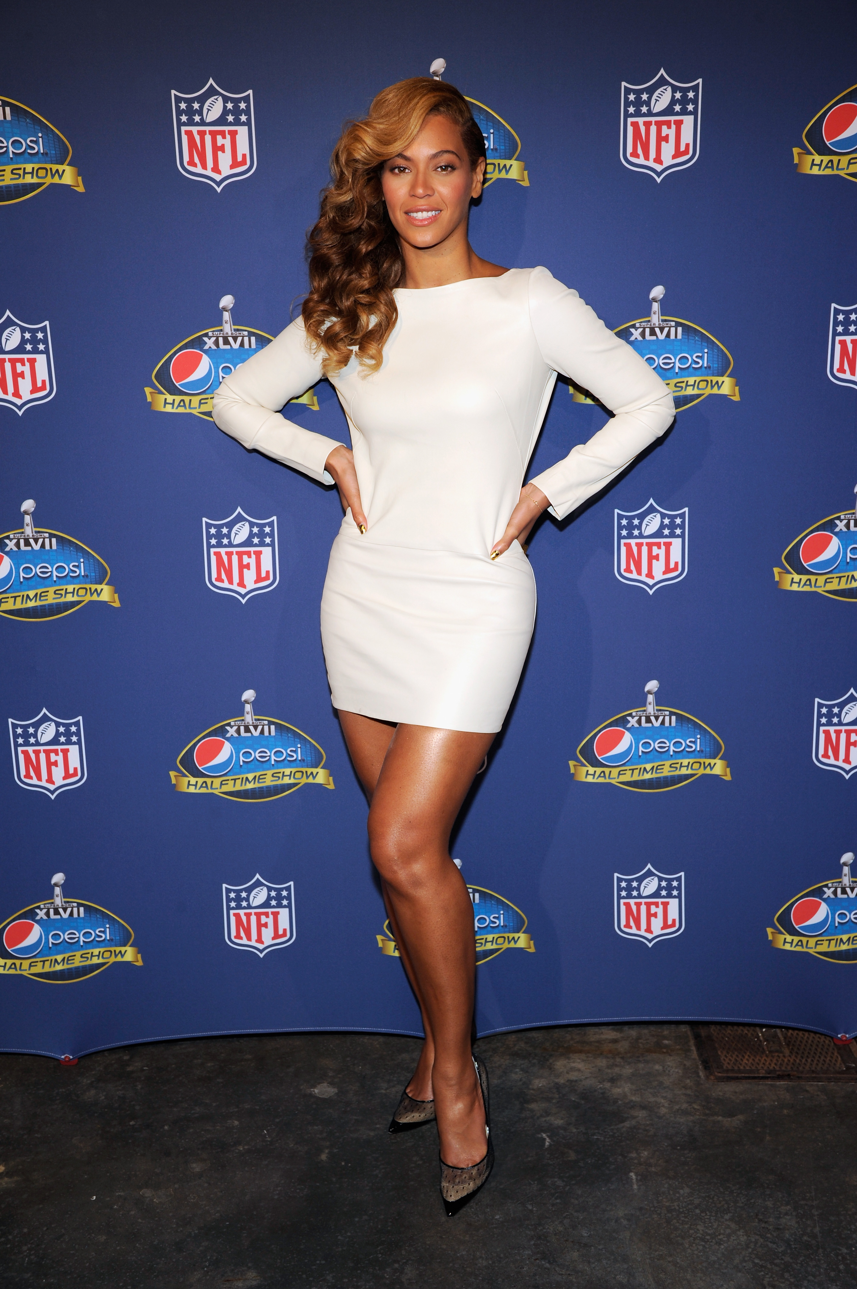 Beyoncé did right by a sexy white leather Olcay Gulsen minidress at the Pepsi Super Bowl halftime show press conference on Ja