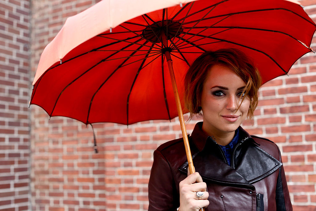 Keeping dry during the snowfall — and even protected from the sun's rays — this young woman proved that well-groomed brows are a powerful thing.