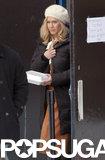 Jennifer Aniston carried food on set.
