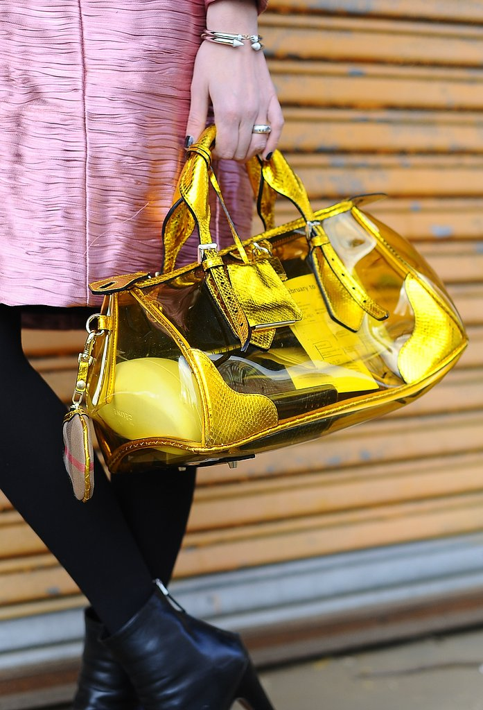 Thank to the see-through detail, this yellow bag added a jolt of color without looking too overwhelming.