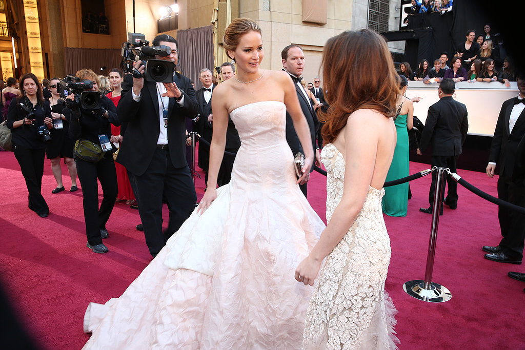 Kristen Stewart and Jennifer Lawrence crossed paths on the carpet at the Oscars.