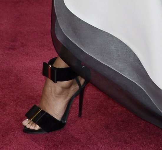 When Zoe Saldana lifted her Alexis Mabille Couture dress, she revealed unique bow-detailed black ankle-strap sandals.