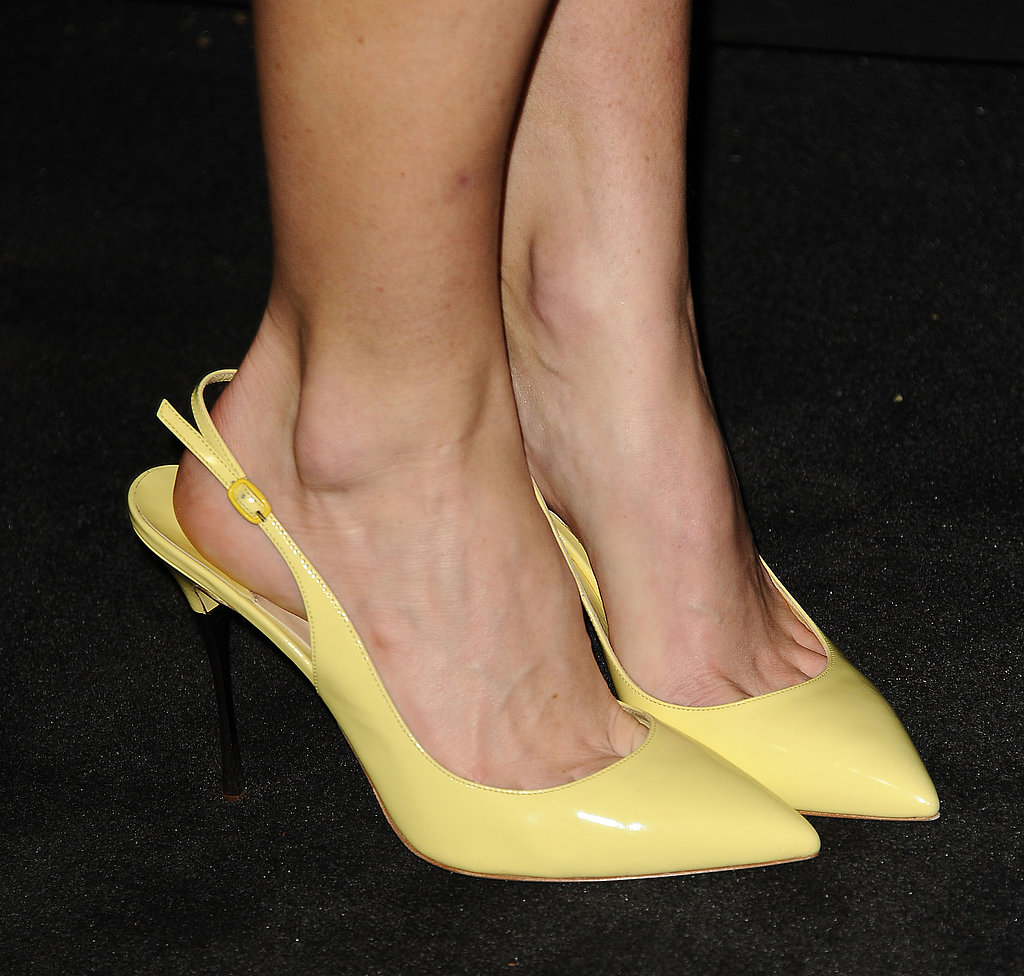 Alice Eve wore patent yellow slingback pointy-toe pumps to the Chanel pre-Oscars dinner.