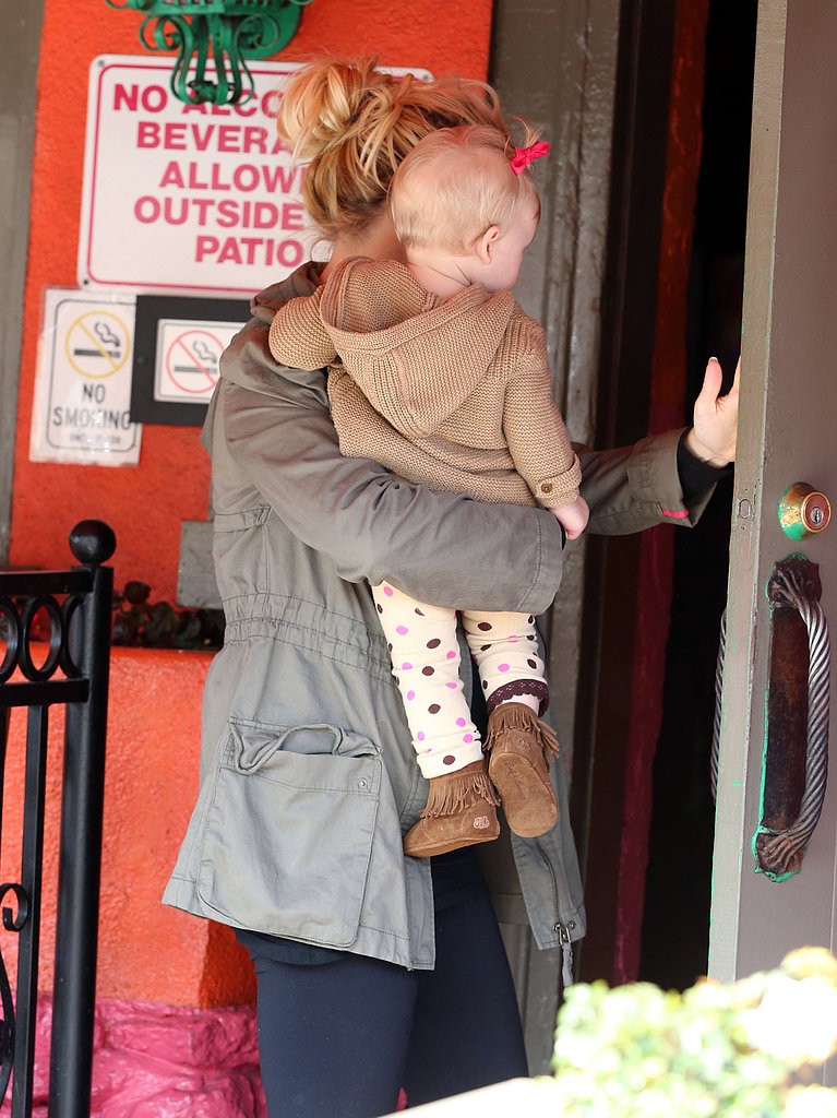 Jessica Simpson and Maxwell arrived at a Mexican restaurant for lunch.